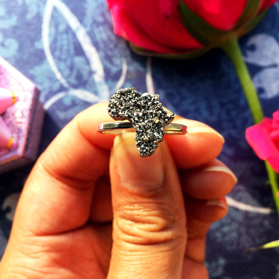 Sparkling Silver Africa Ring