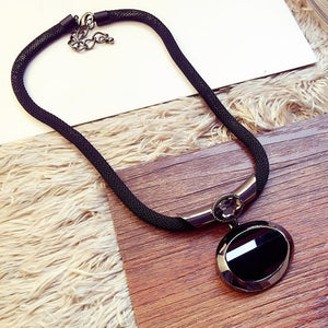 Pendant Necklaces. Elegant Black Beaded Necklace Exaggerated Clavicle Chain