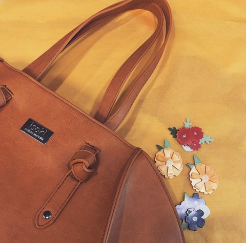 Isoki handbag with flowers because.. Pretty!
