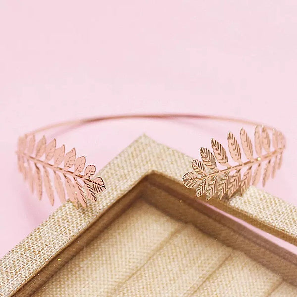 Vintage Gold -side leaf crown.
