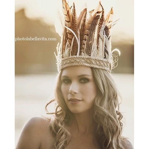 Natural large feather crown.