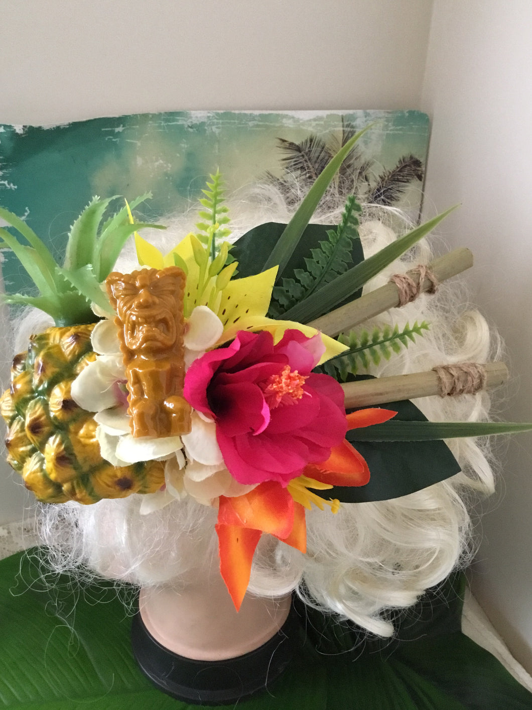 KANALOA - pineapple and tiki tropical cluster - with bamboo