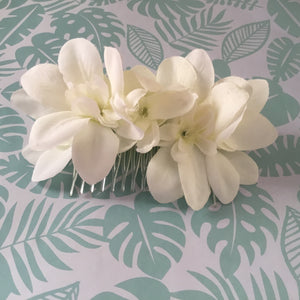 Beautiful Arabian Jasmine hairflower cluster - white - comb