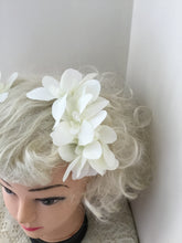 Load image into Gallery viewer, Beautiful Arabian Jasmine hairflower cluster - white - comb