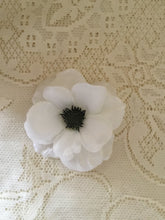 Load image into Gallery viewer, ANEMONE - single flower clip