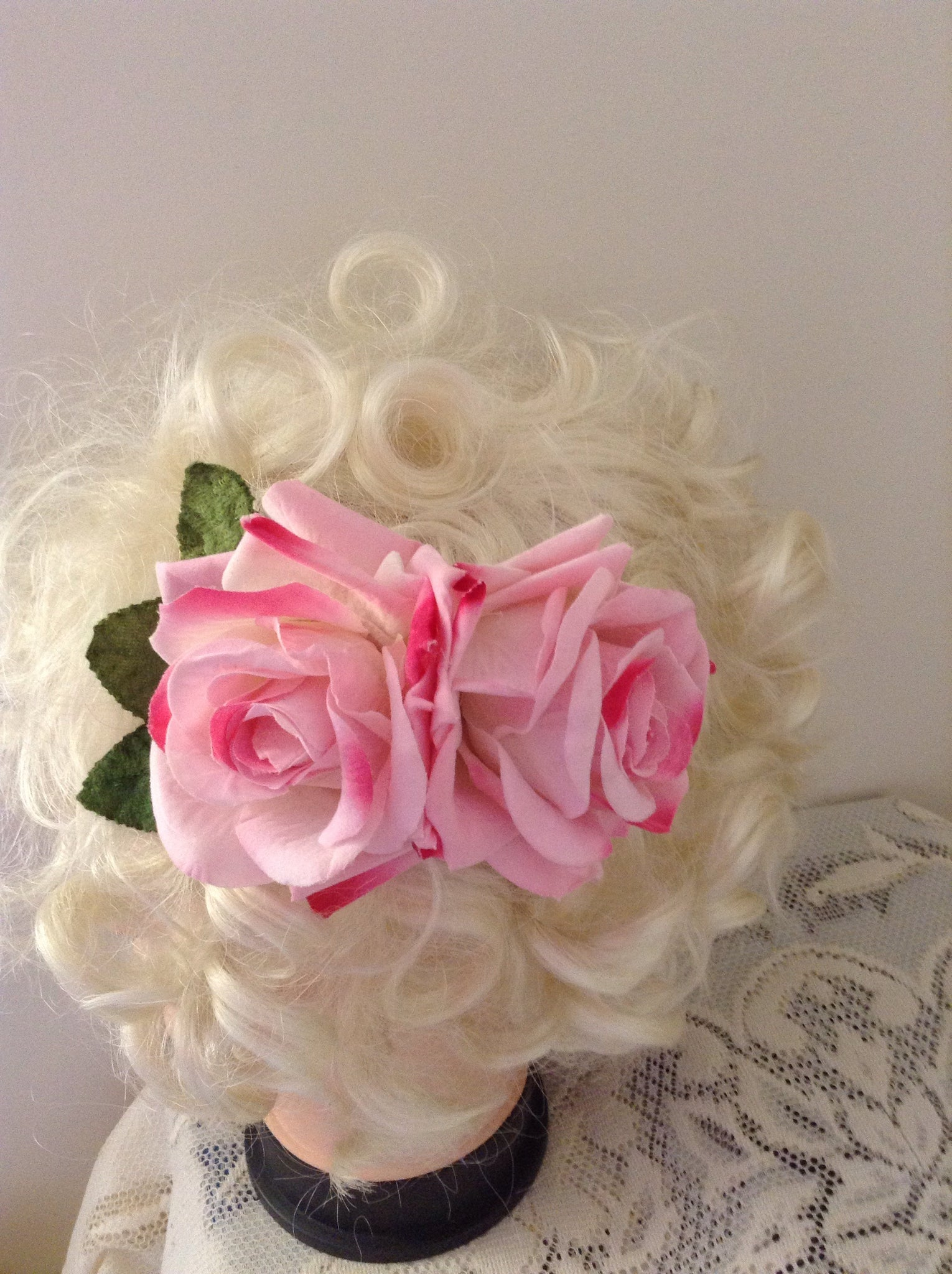 Pink double velvet rose comb