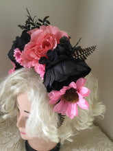 Load image into Gallery viewer, SOPHIA - shades of black and pink / flower crown