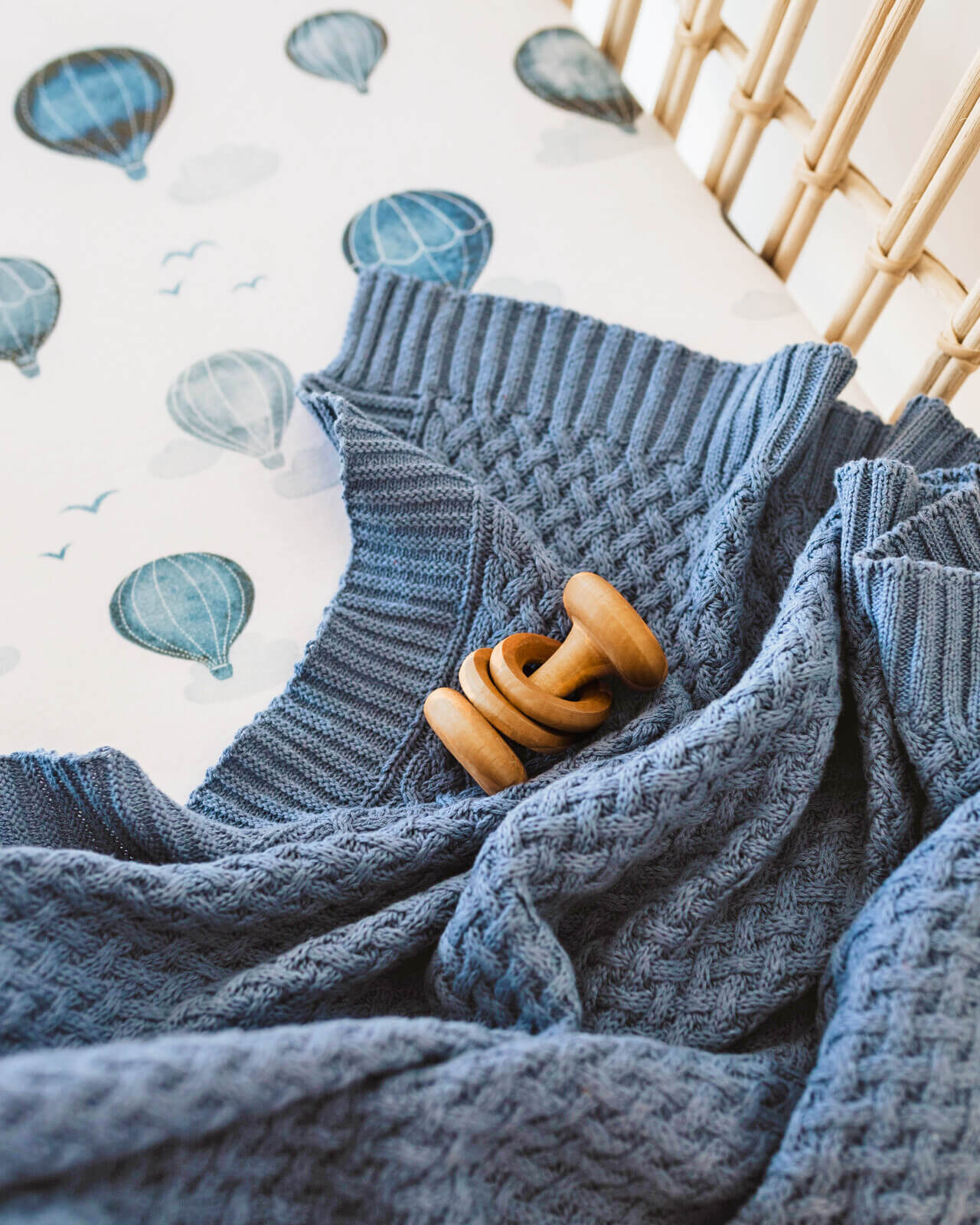 SNUGGLE HUNNY RIVER KNITTED BABY BLANKET