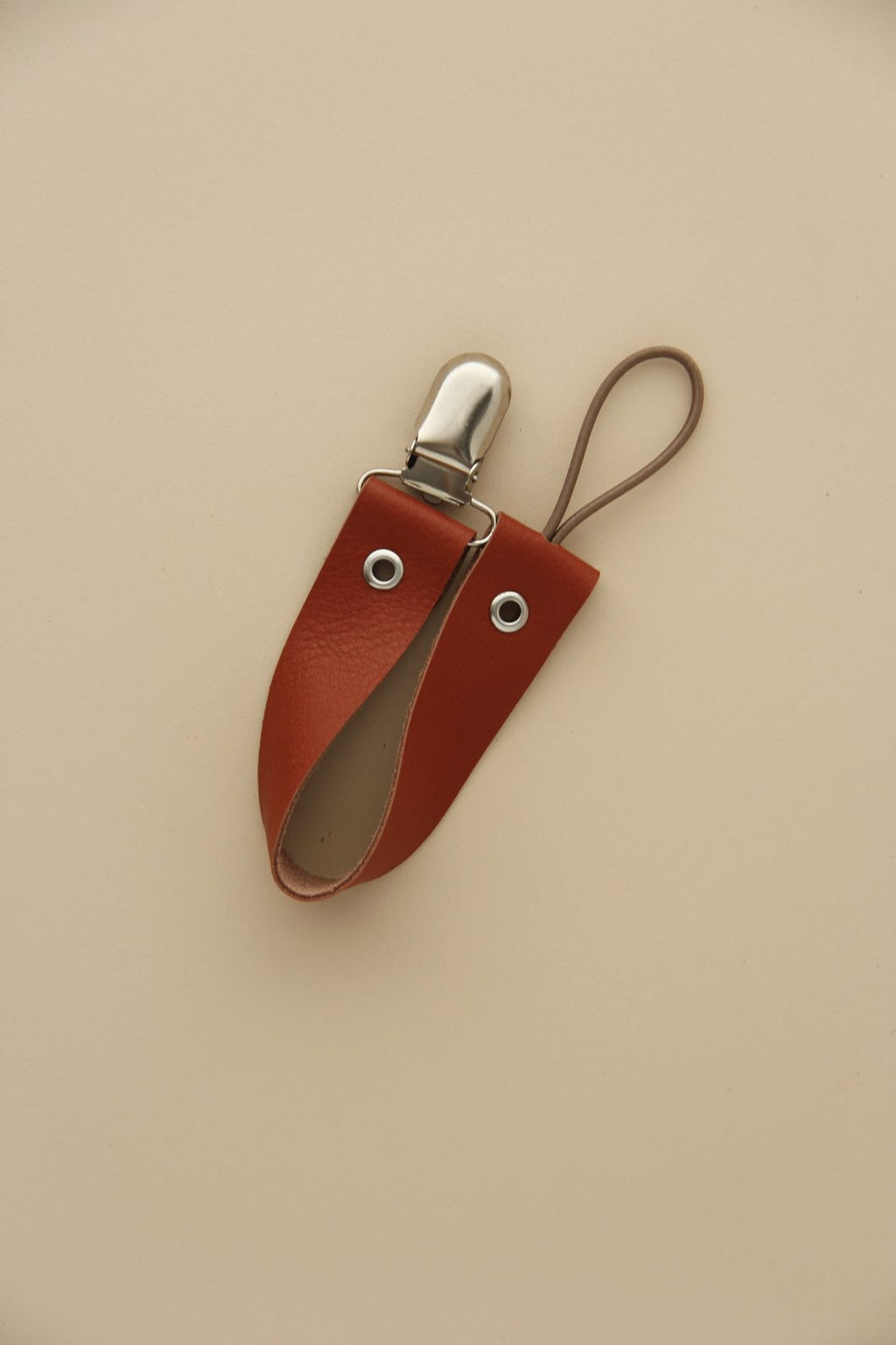 Little Chew Leather Dummy Holder - Rust