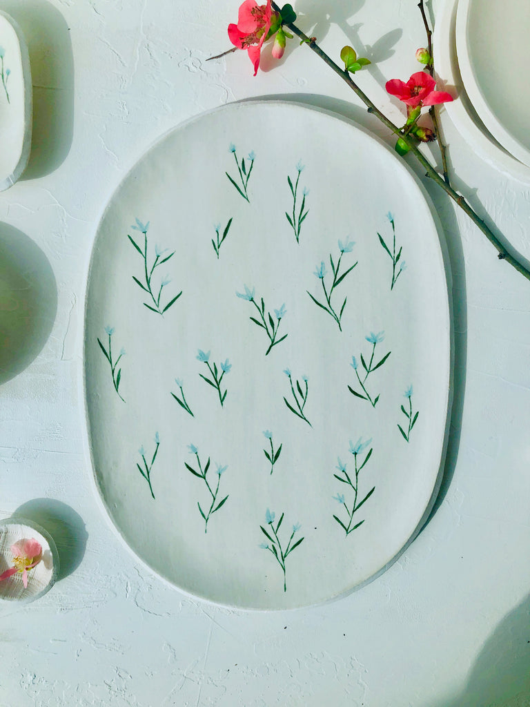 Oval Server in Blanc with hand-painted Flowers