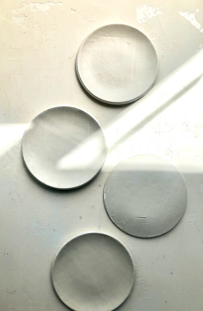 8.5 inch Orb Plate in Blanc