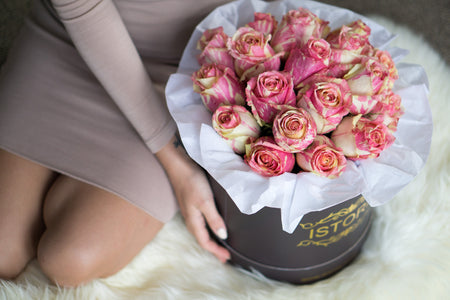 Hot merengue roses (inc.Vase) | Rose Bouquet