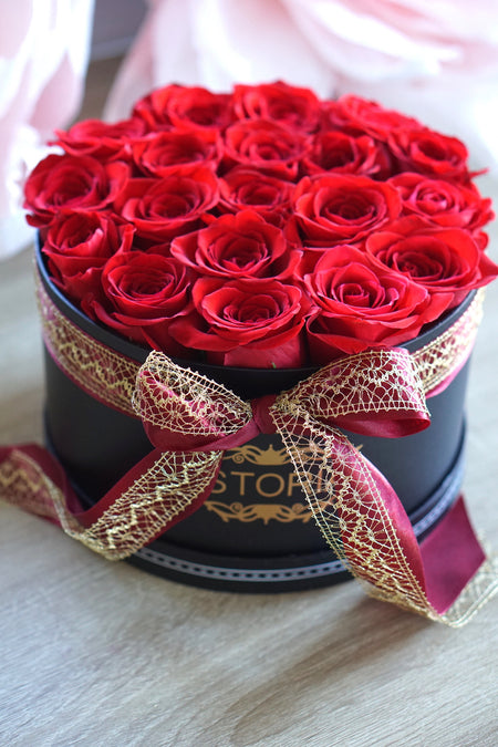 """Enchanted"" Roses in ISTORIA box"