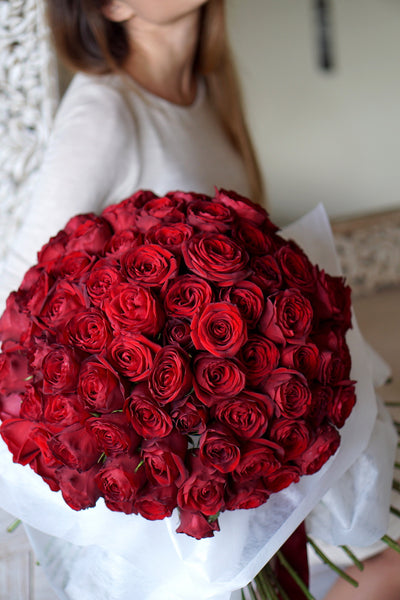 extravagant red roses bouquet