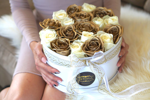 white and gold roses delivery New Zealand