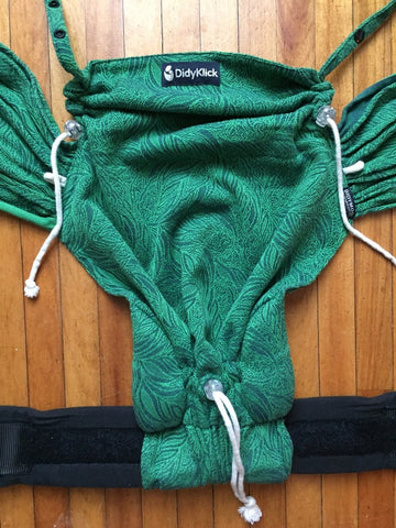 didymos didyklick half buckle carrier cinched to smallest size