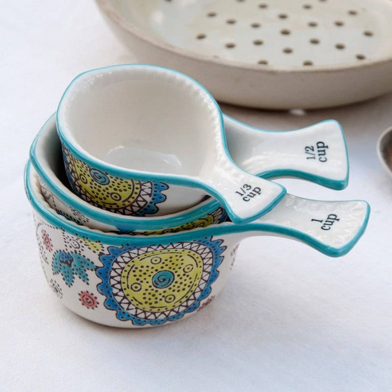 Set of 3 Measuring cups.