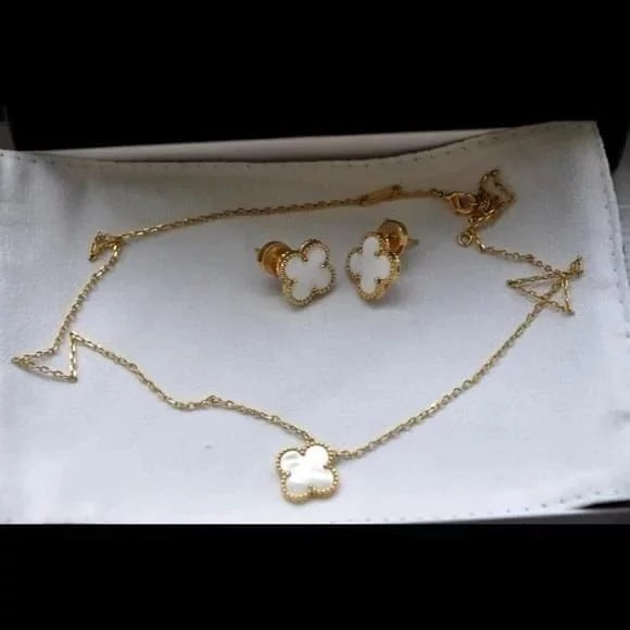 Clover Pearl Jewelry Set