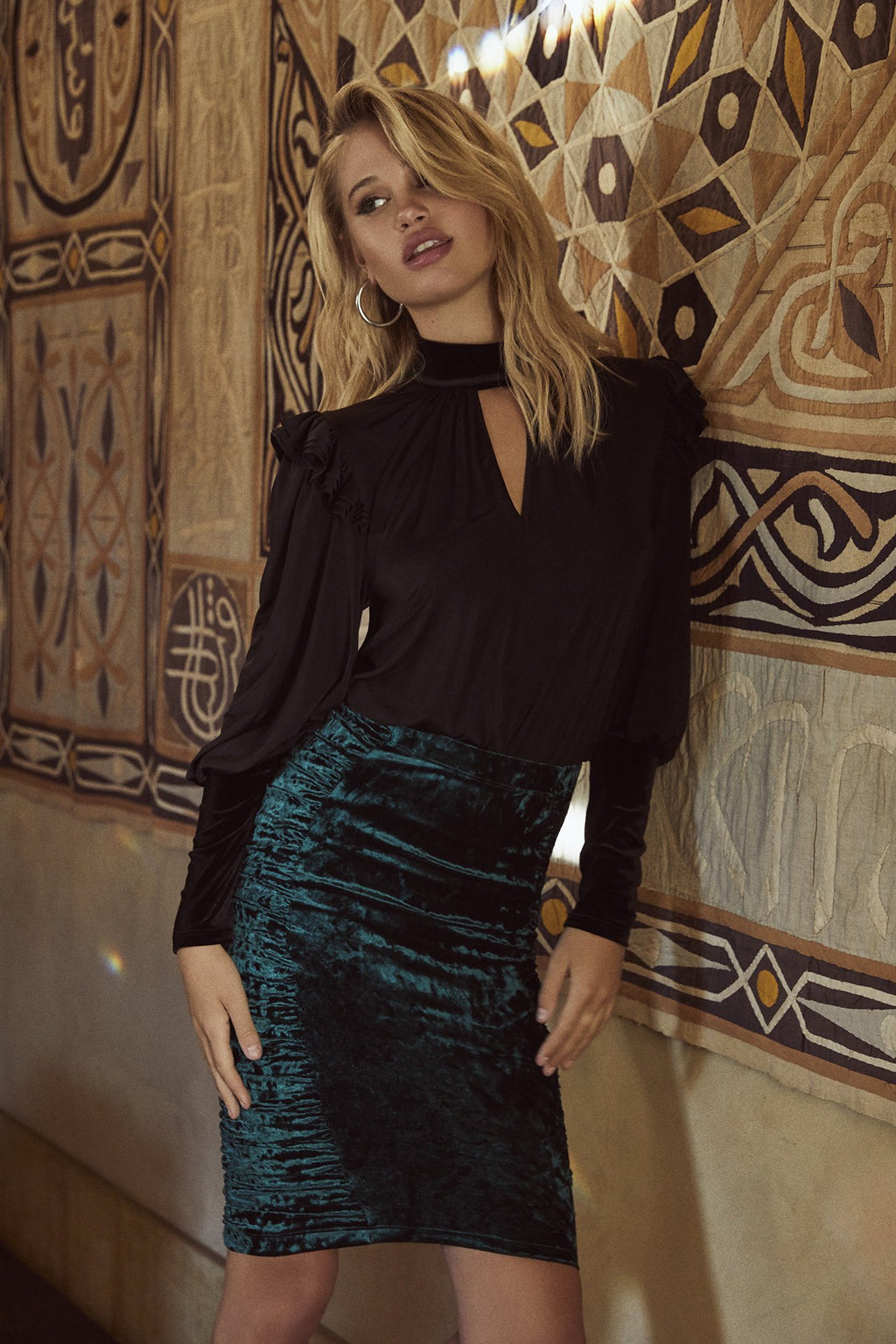 Crushed velvet midi skirt with high-rise fit and side panel ruching in dark, Storm Green.