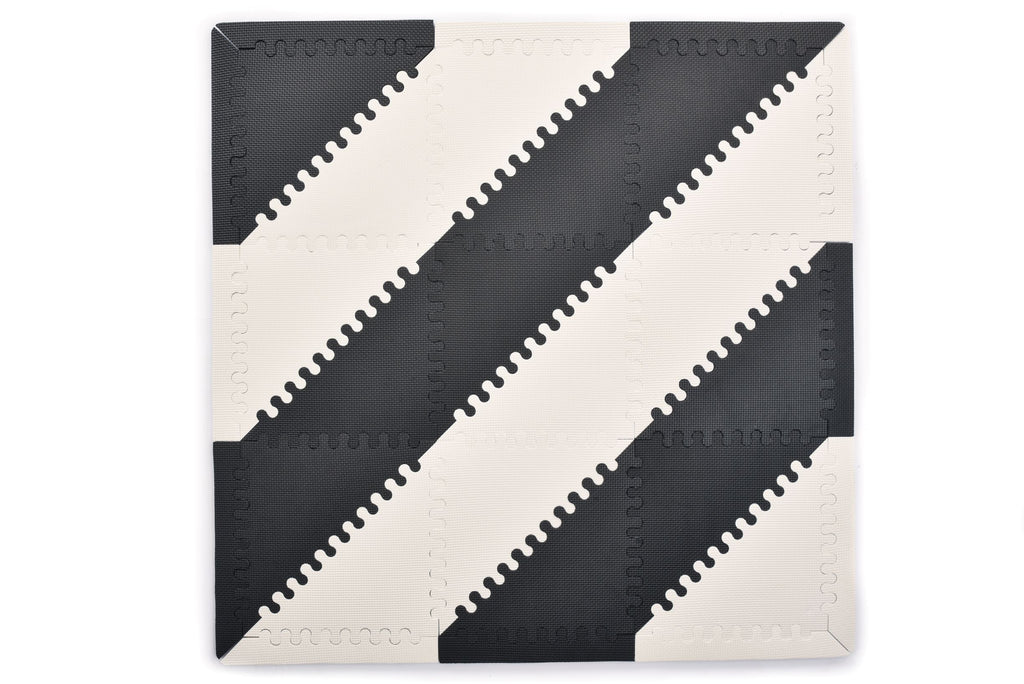 Mimi play mat - Black and White