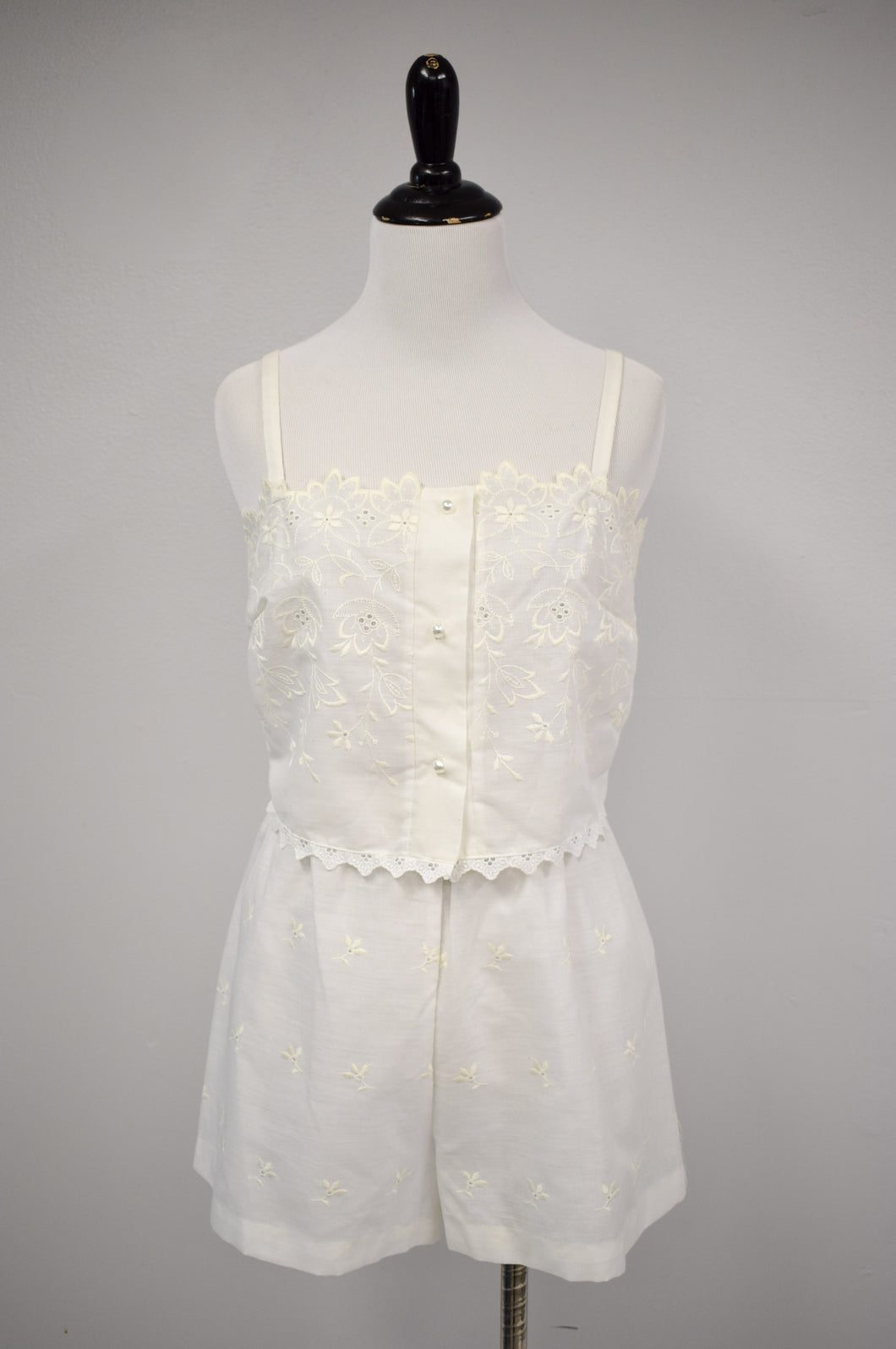 1990s White Embroidered Eyelet Sleep Set