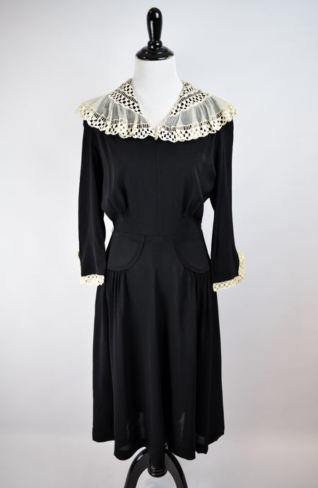 1940s Lace Collar Crepe Dress