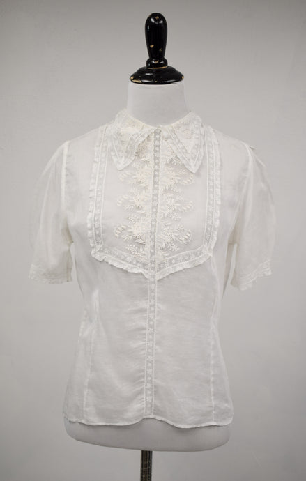 1940s Embroidered White Pointed Collar Blouse