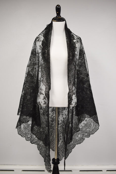 1890s Victorian Mourning Chantilly Lace Shawl
