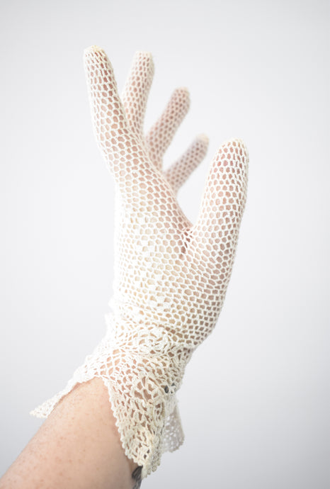 1910s Edwardian Crochet Scalloped Gloves