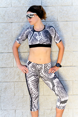 """SNAKE"" REVEAL PowerRun Capri Leggings (Womens)"