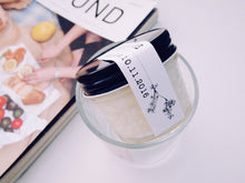 Black lid soy candle