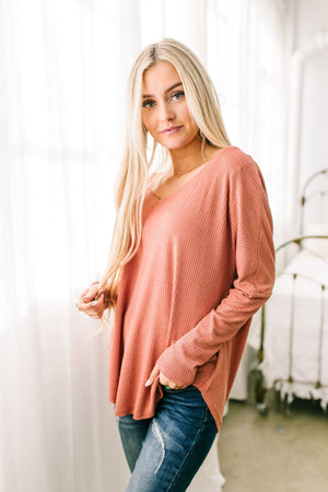 Ridley Ribbed Knit V-Neck Top In Pale Pumpkin - ALL SALES FINAL