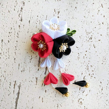 Kanzashi Plum Blossoms Dangle Hair Clip for Japanese Kimono - Black White Red
