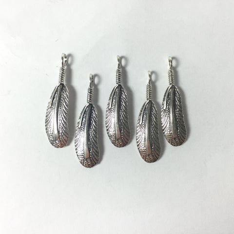 Round tip feather, sterling feather, tribal feather, silver feathers, 5 pack, approximately 30 mm with loop, naive style feather - Romazone