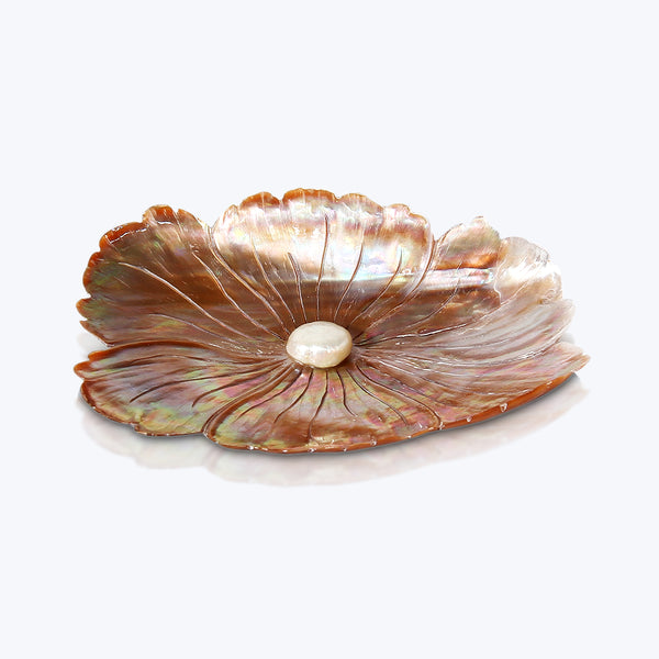 Carved shell plate with Pearl