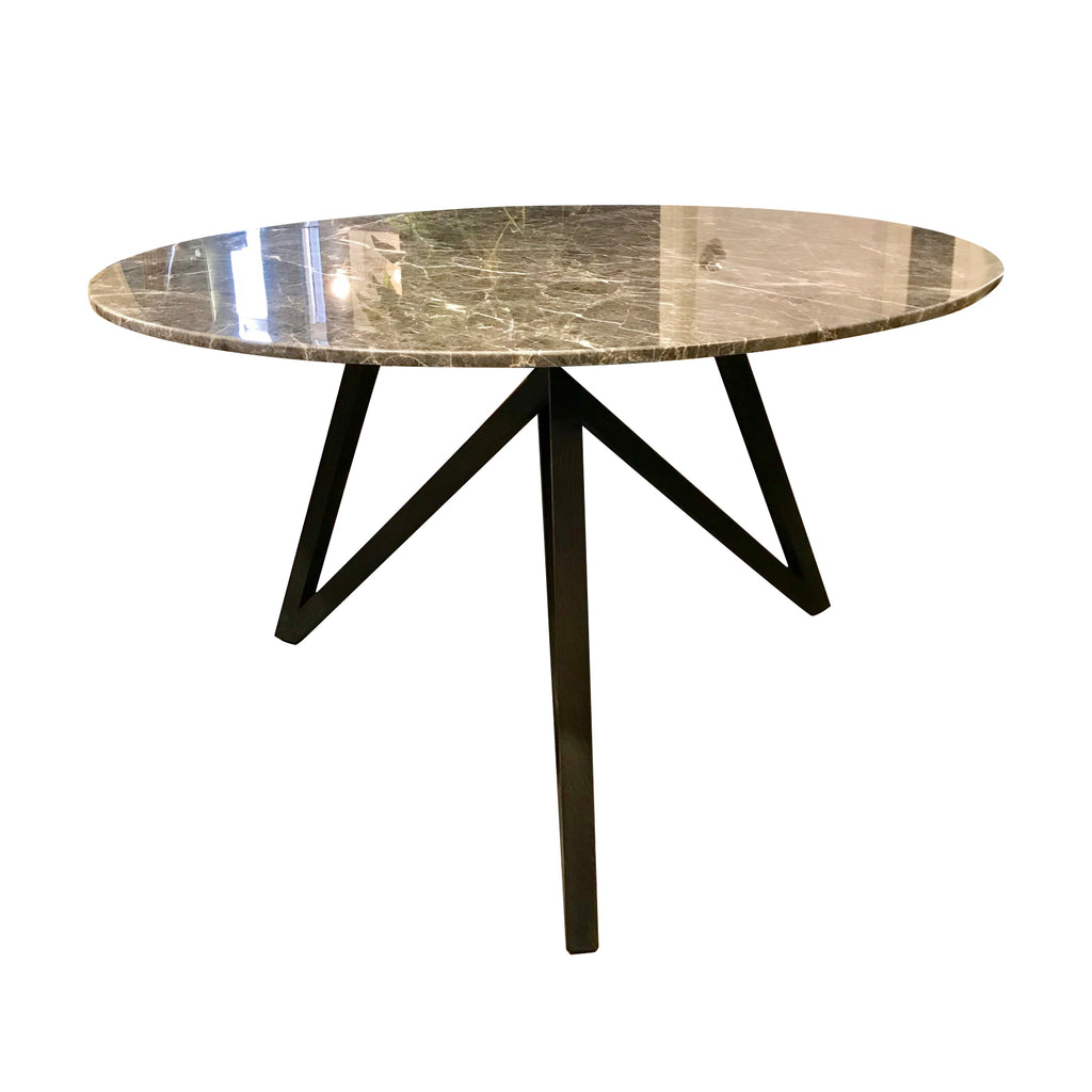 This iconic modern table made of natural grey marble is elegantly chic.  Streamline  spider-web style oak base provide diners ample leg space.
