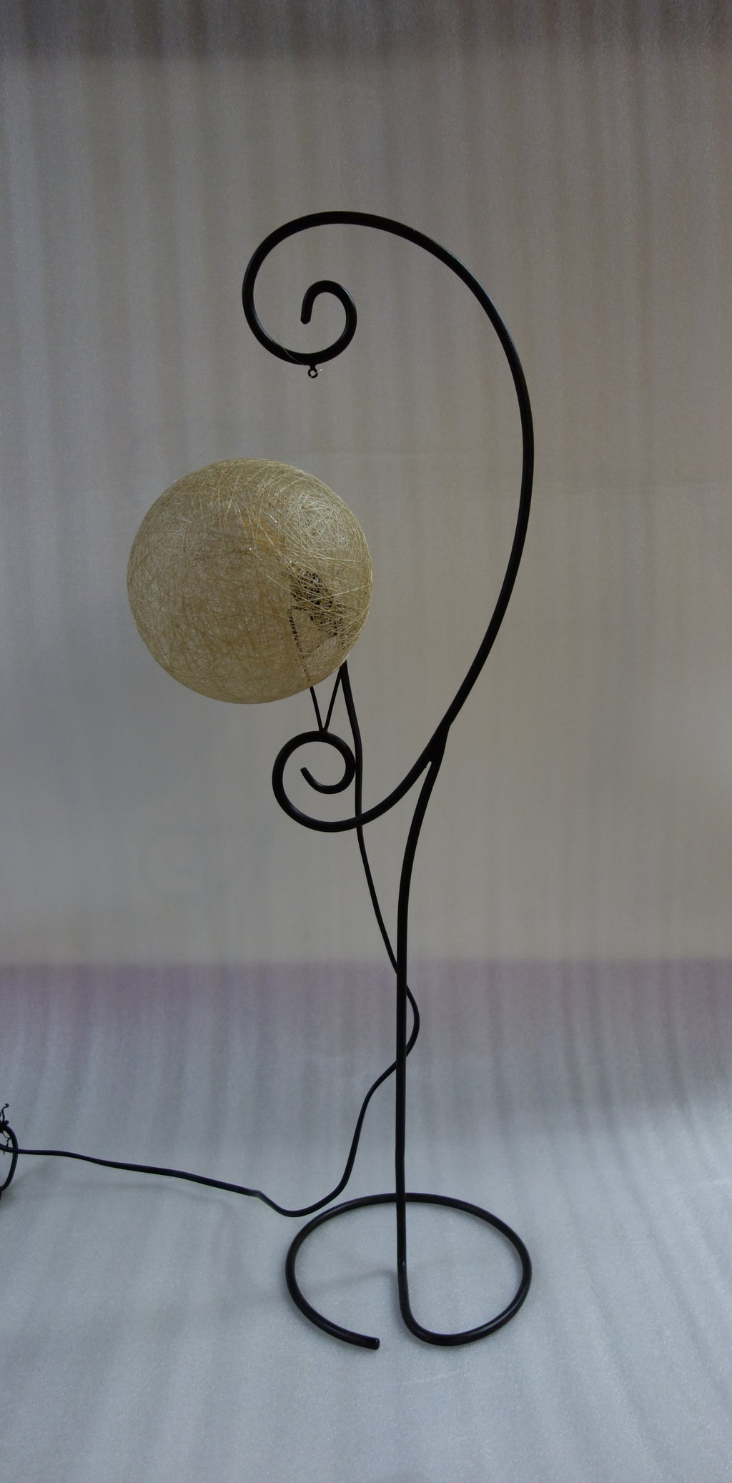 Fibre mesh ball  floor lamp E27 Lightbulb