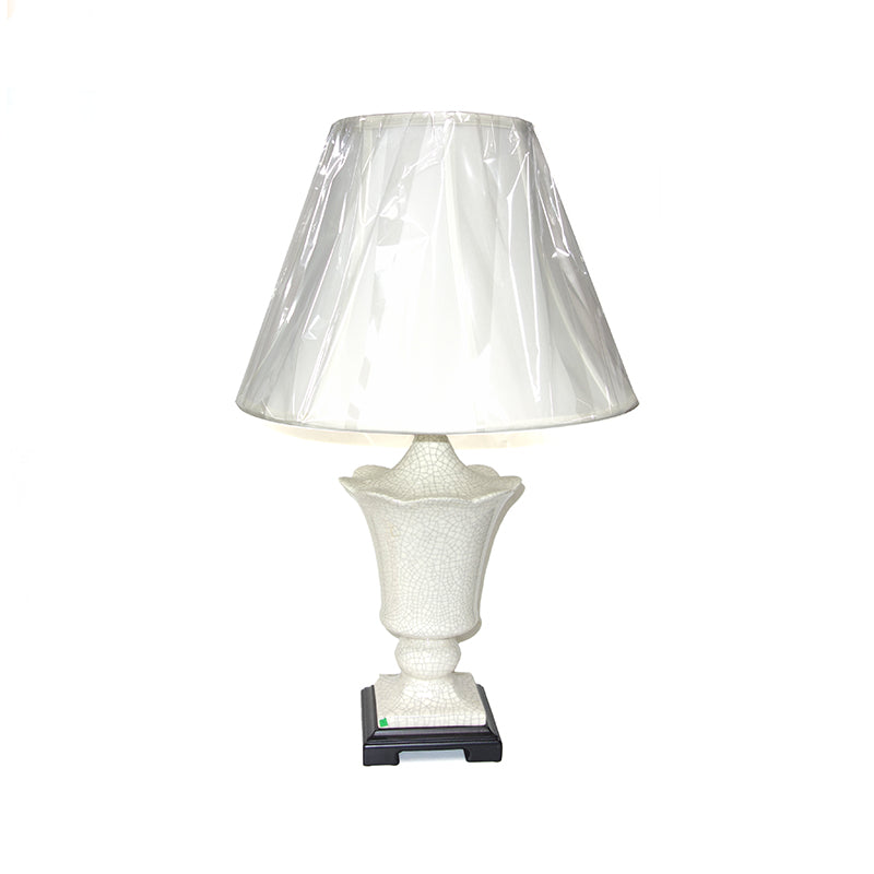 Oyster ceramic lamp
