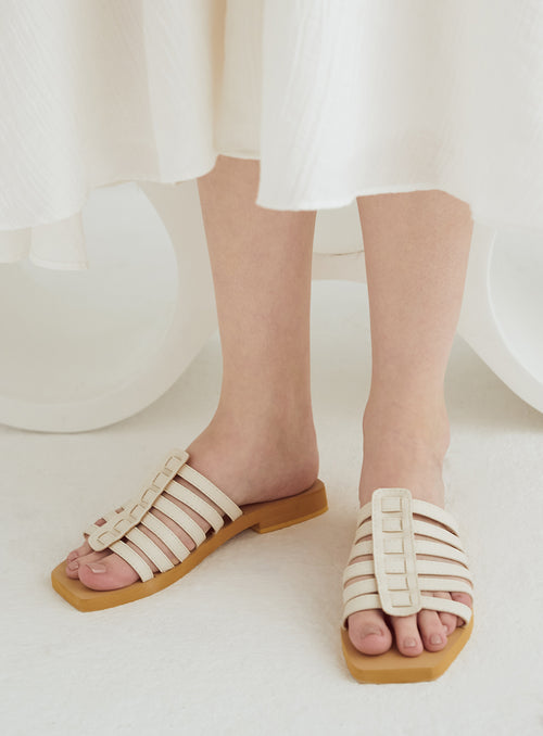 Brianna Flats in White