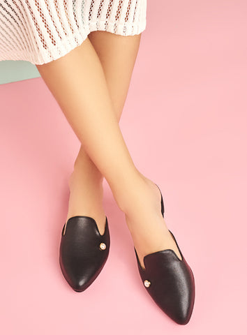 Arya Oxford in Black