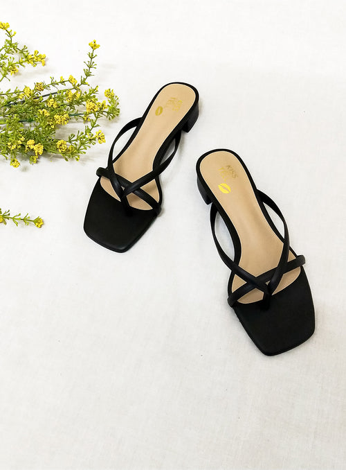 Harper Flats in Black