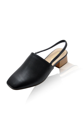 Darius Flats in Black