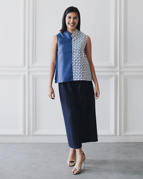KAWUNG X NAVY Asymmetrical Top BATIK