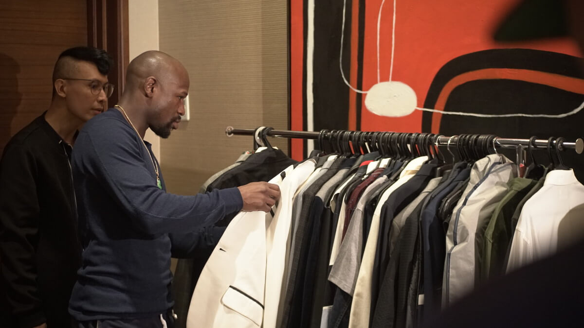 MAYWEATHER CHOOSES HIS ENSEMBLES FOR THE SHOOT ALONG WITH THE STYLIST