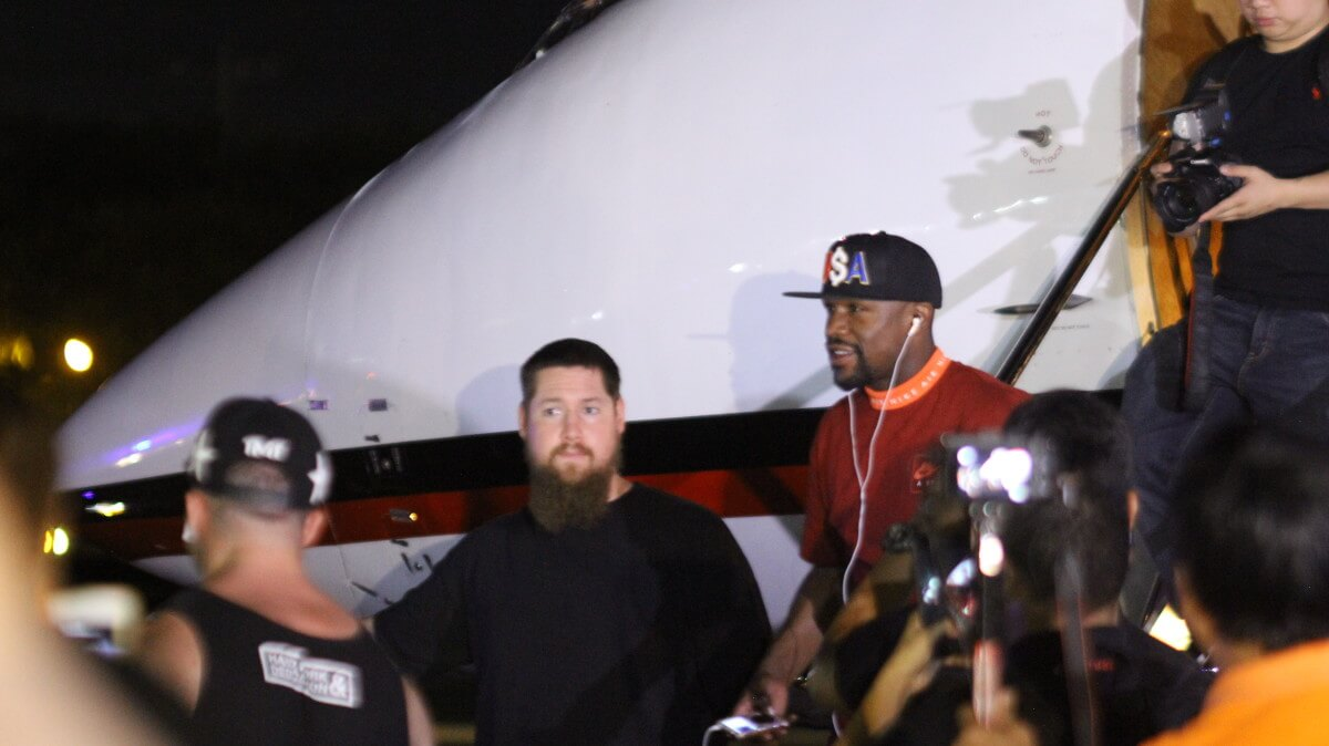 MAYWEATHER FINALLY STEPS OUT OF HIS JET