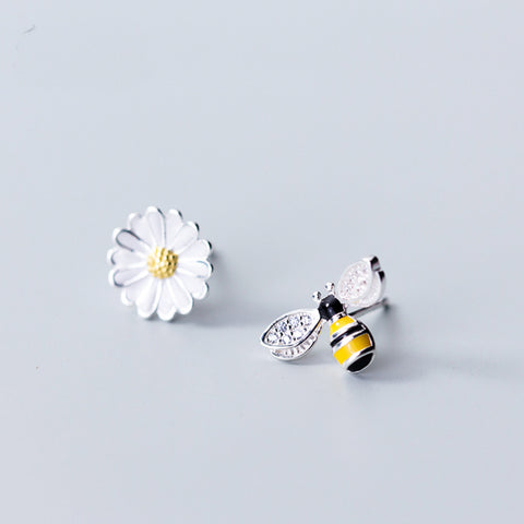 Daisy Flower& Bee Stud Earrings( Asymmetry)