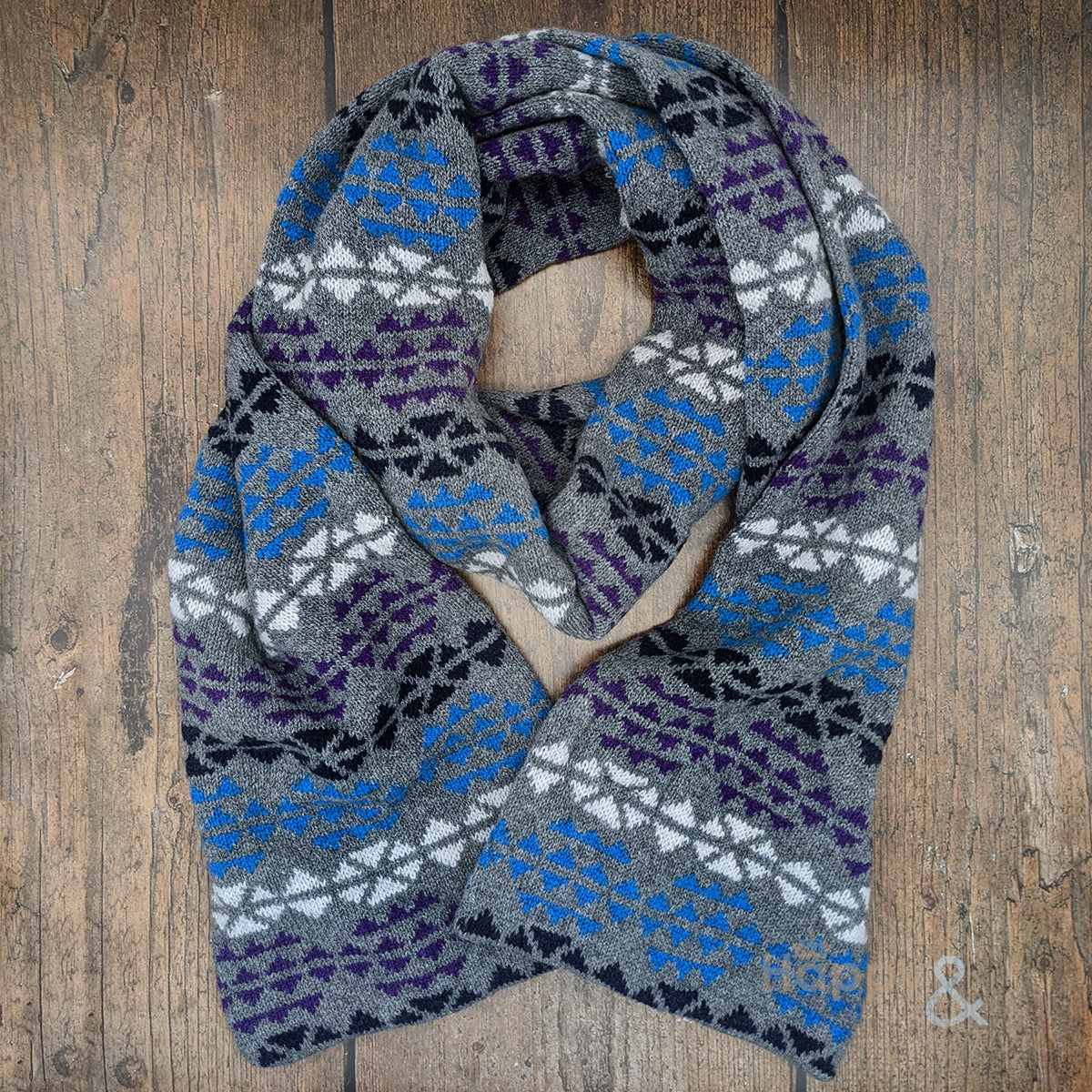 Pure wool 'Orinsay' triangles pattern scarf