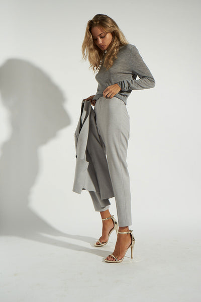 ESSENTIAL TUX LIGHT GREY