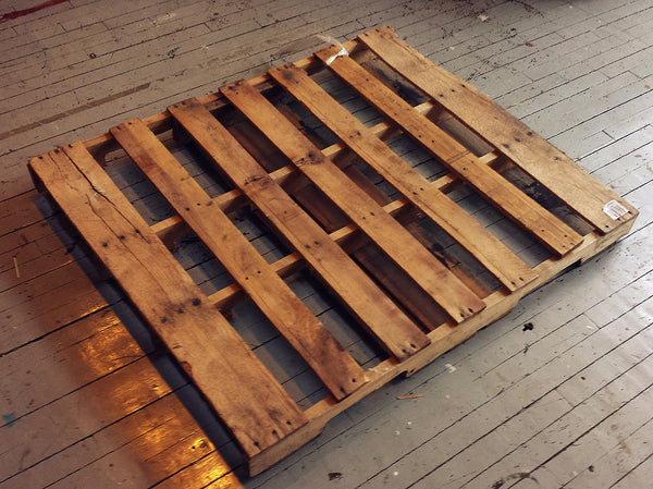 How to make a pallet desk | Fringe Focus | Pallet