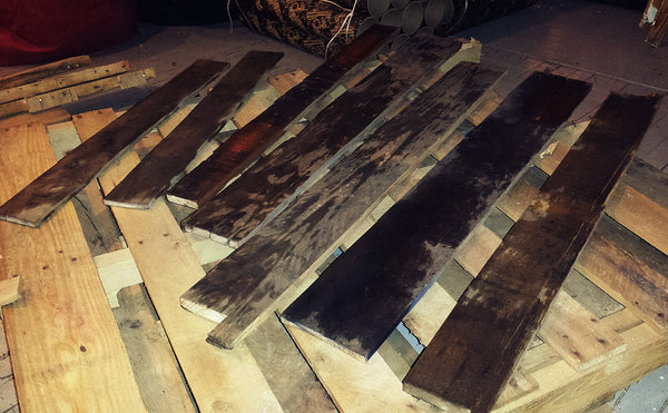Staining pallet boards